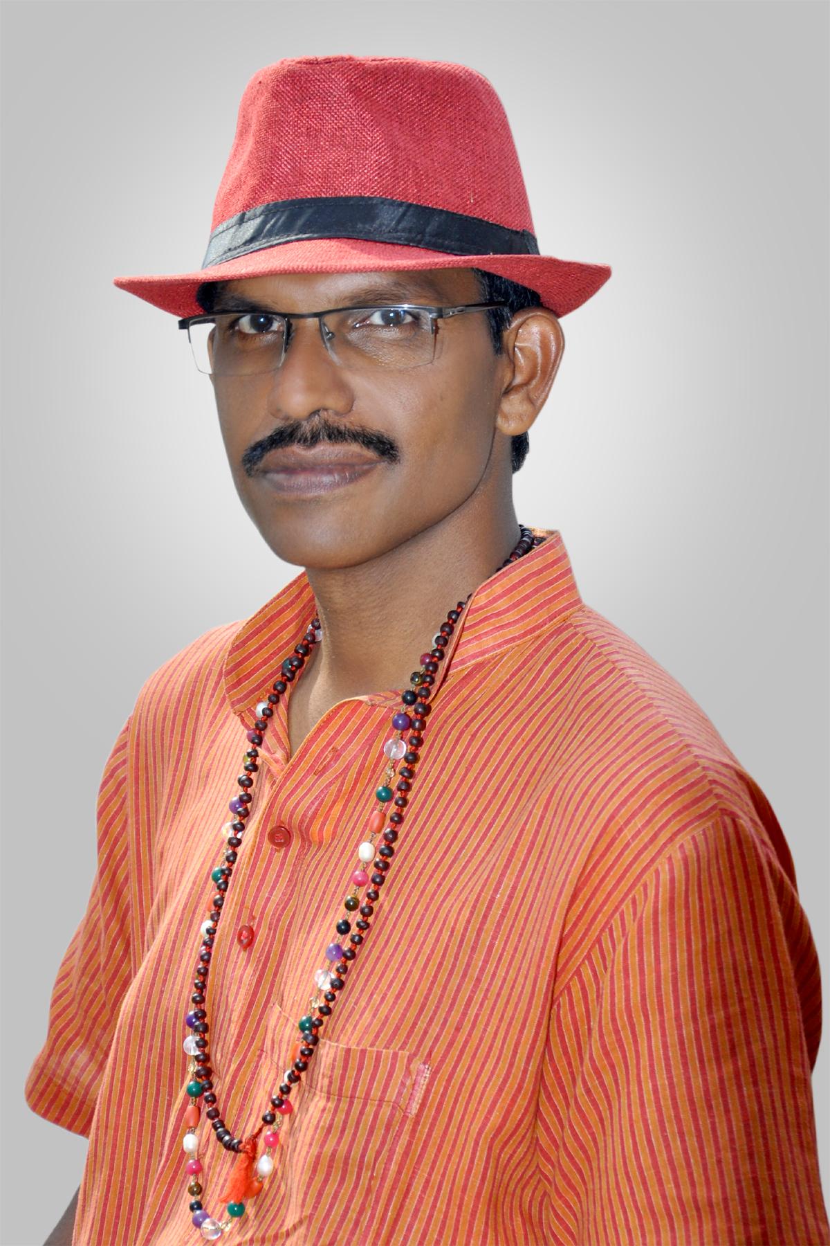 Author Vijay Nair
